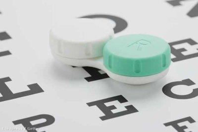 Kontaktlencse kisokos: így kerülheti el a fertőzéseket